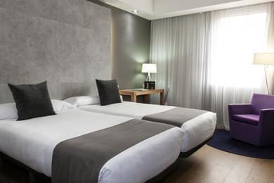 Habitaciones luminosas totalmente equipadas zenit conde for Hoteles con habitaciones familiares en espana